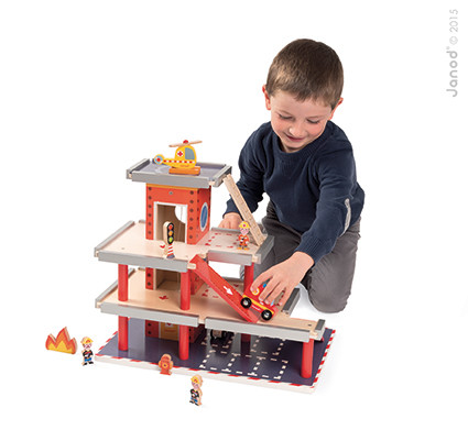Caserne des pompiers garage enfant janod for Garage petit noisy