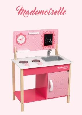 Cuisine en bois rose pour les petites filles