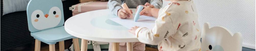 Tables et chaises en bois pour chambre d'enfant