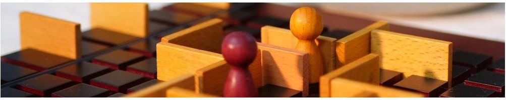 Jeux de société traditionnels en bois pour enfant et adulte