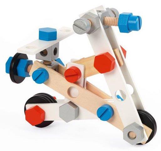 Construire une voiture avec des pièces en bois