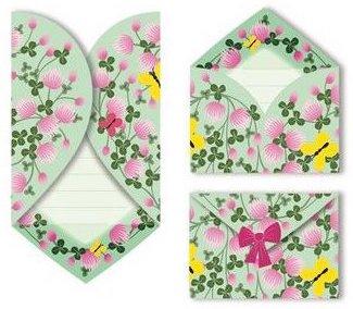 Invitation colorée en forme de coeur avec des fleurs