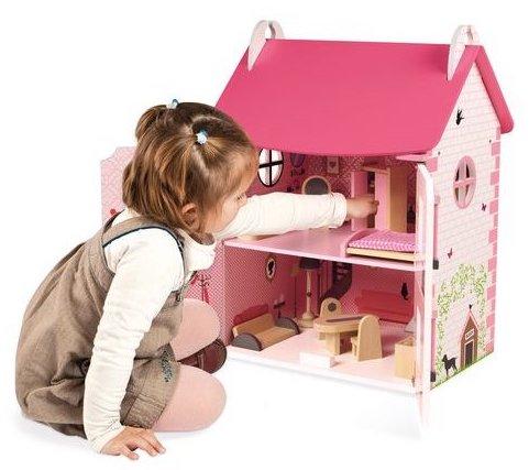 Idée de cadeau pour une fille pour jouer à la poupée