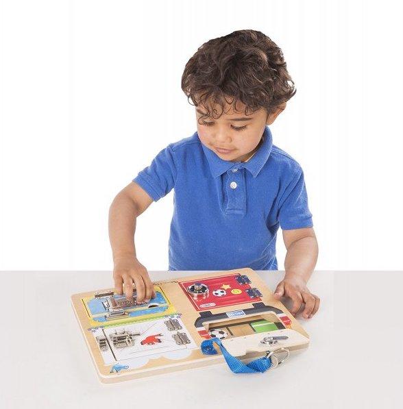 Planche à serrures pour les enfants