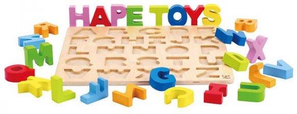 Puzzle en bois avec les lettres majuscules pour enfants