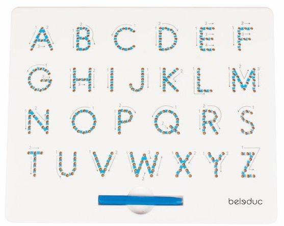 Activité montessori pour apprendre les lettres de l'alphabet