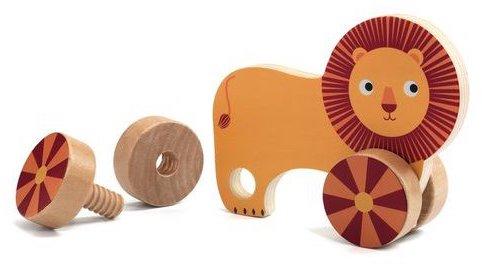Apprendre à visser et à dévisser avec des jouets en bois